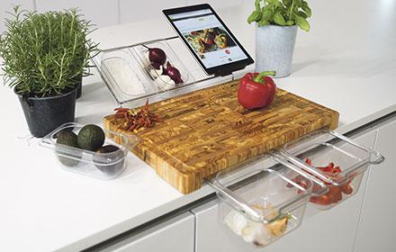 Exklusiv für die musterhaus küchen Fachgeschäfte zusammengestellte Ausführung des Frankfurter Bretts – die Werkbank für die Küche